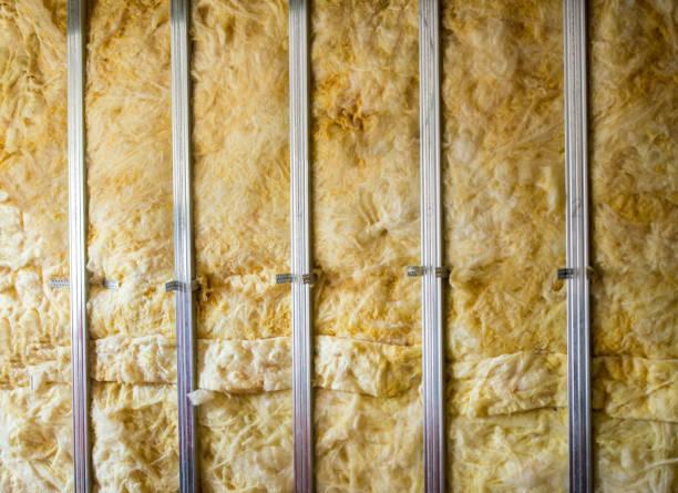 Mur avec de la laine de bois
