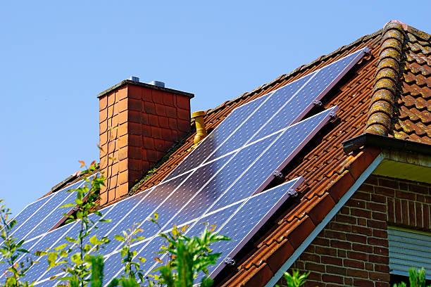 Toit maison passive avec panneaux solaires